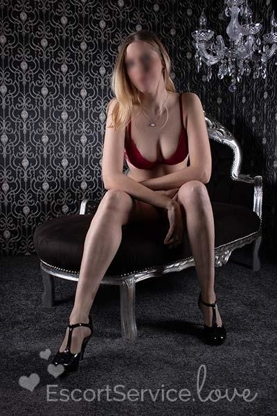 Blonde escort dame Angelique